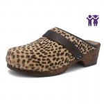 gunnels zuecos clogs pelo marrón negro brown black leopardo estampado leopard print madera wood