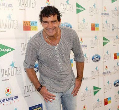 Antonio Banderas with Gunnel's Zuecos!
